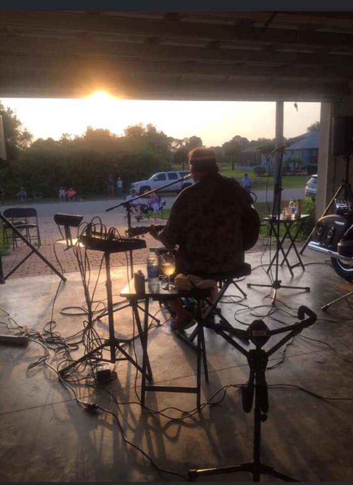 Wayne-howe-covid-garage-concert
